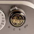Soft button convexe Beep dragon doré/fond noir Match Technical pour Leica M240 & MM